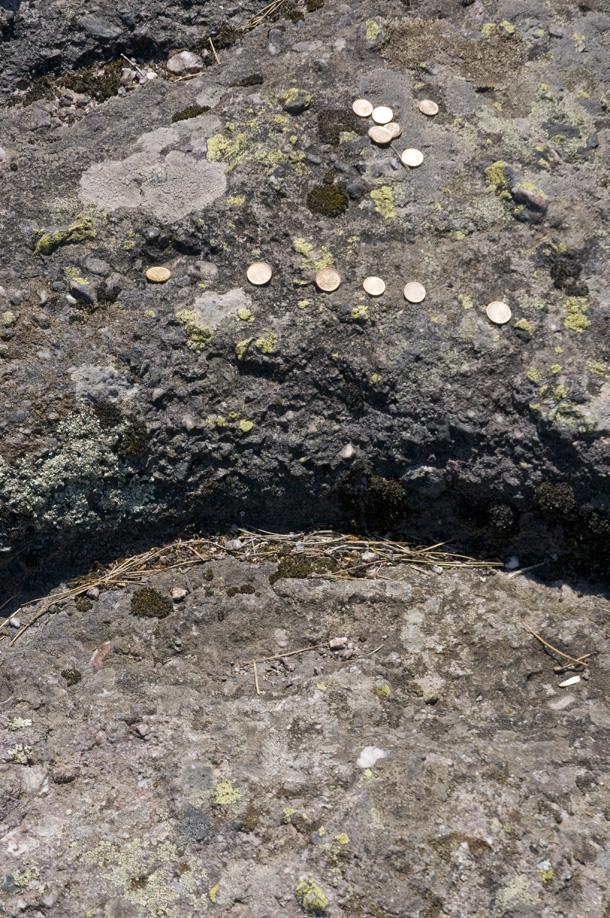 Камъка. Монетите са ясен индикатор за светилище