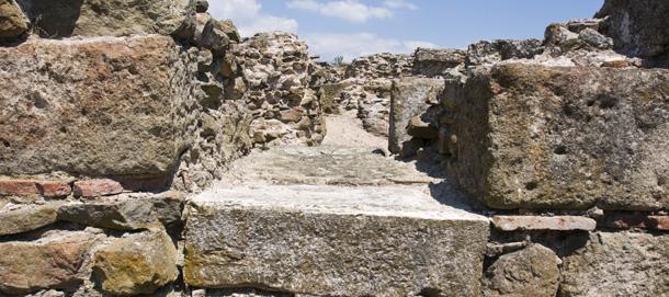 Разходка из древния град Деултум